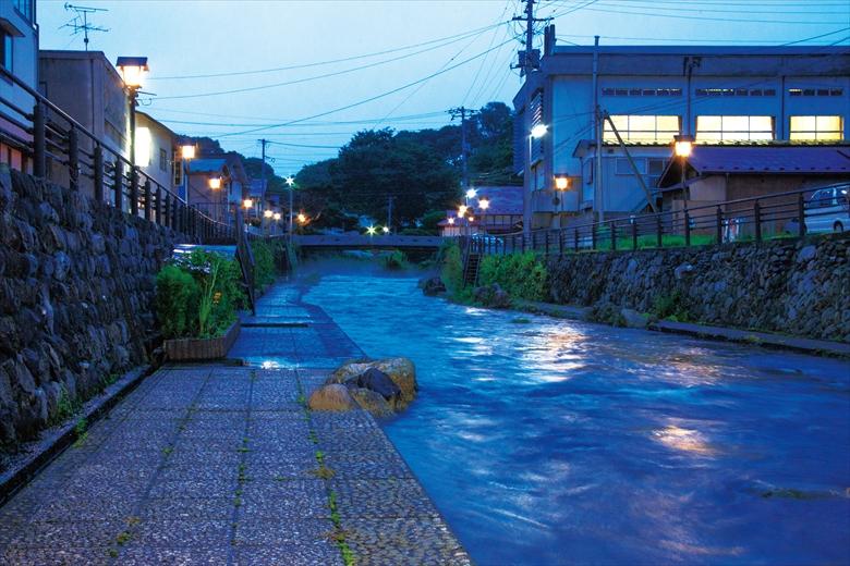 商店街裏の清水川