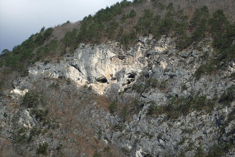 Aka-ana (Red Cave)