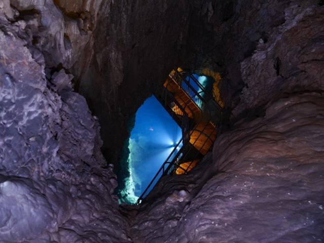 ⑪第一地底湖展望台